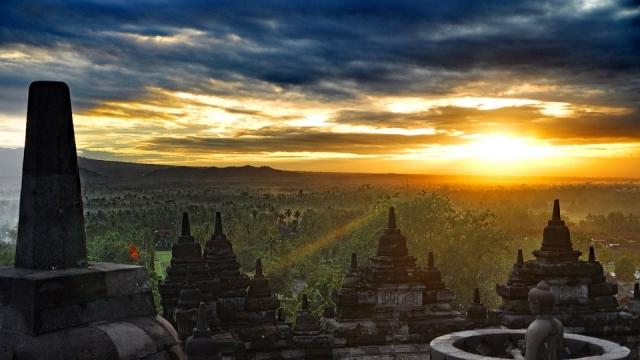 https://pixabay.com/photos/indonesia-java-landscape-borobudur-4134451/